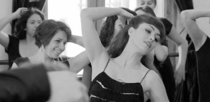 Cours d'effeuillage burlesque